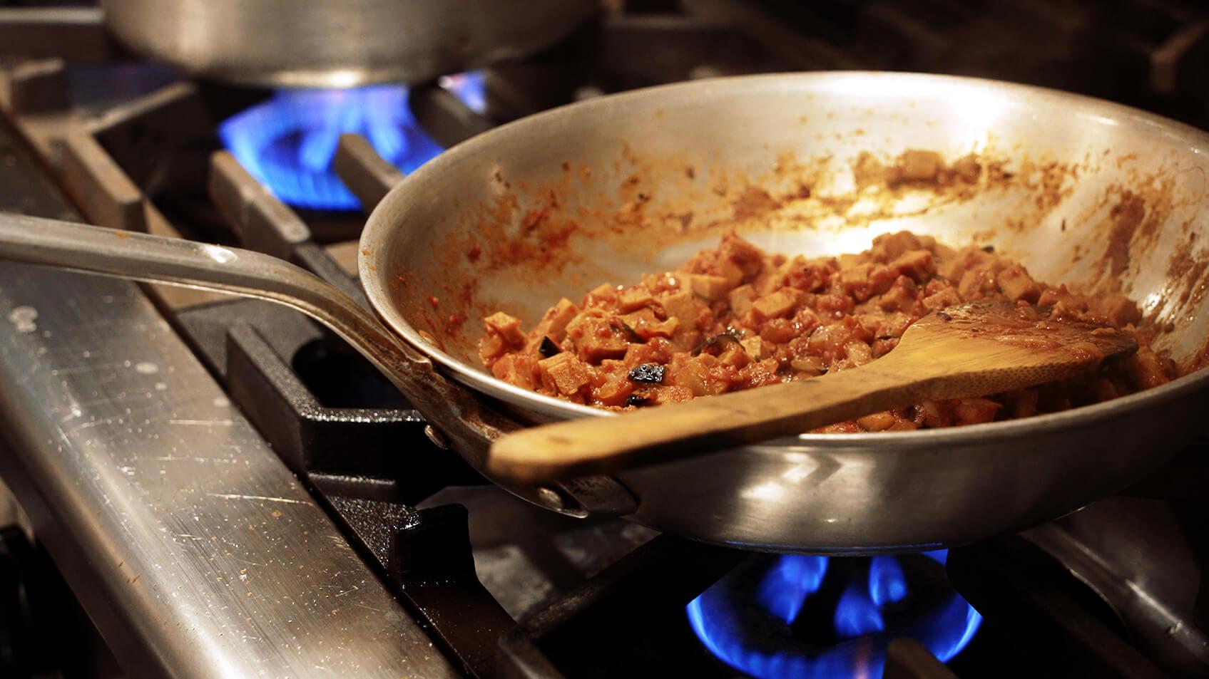 水分を飛ばして、具材に味が染み込むまで炒める